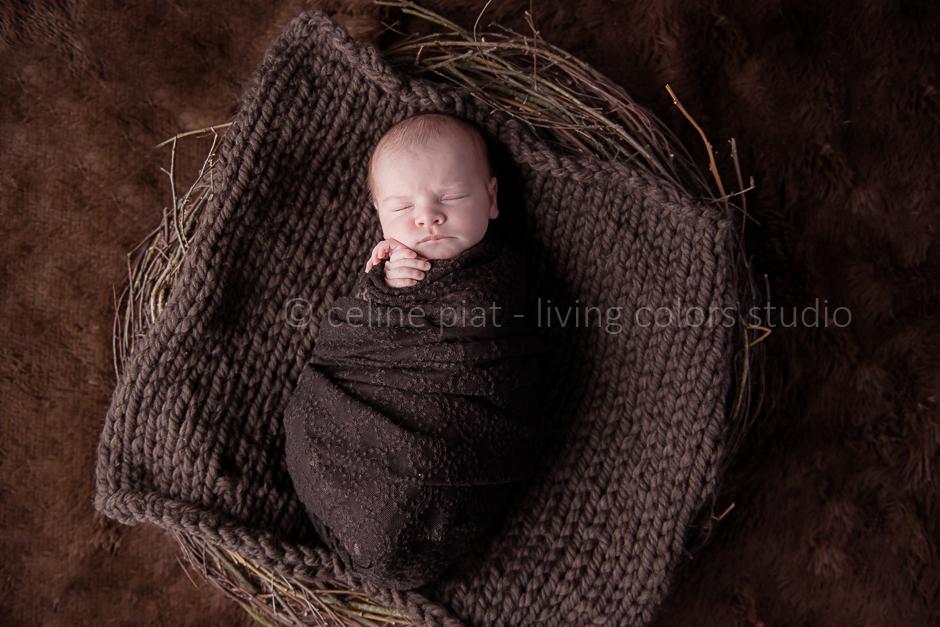 séance photo bébé en lumière naturelle, portraits originaux nouveau-né, photo nouveau-né à domicile, 44, séance photo nouveau-né Nantes, studio photo bébé, photographe bébés nantes, nantes, photographe nantes, spécialiste bébé