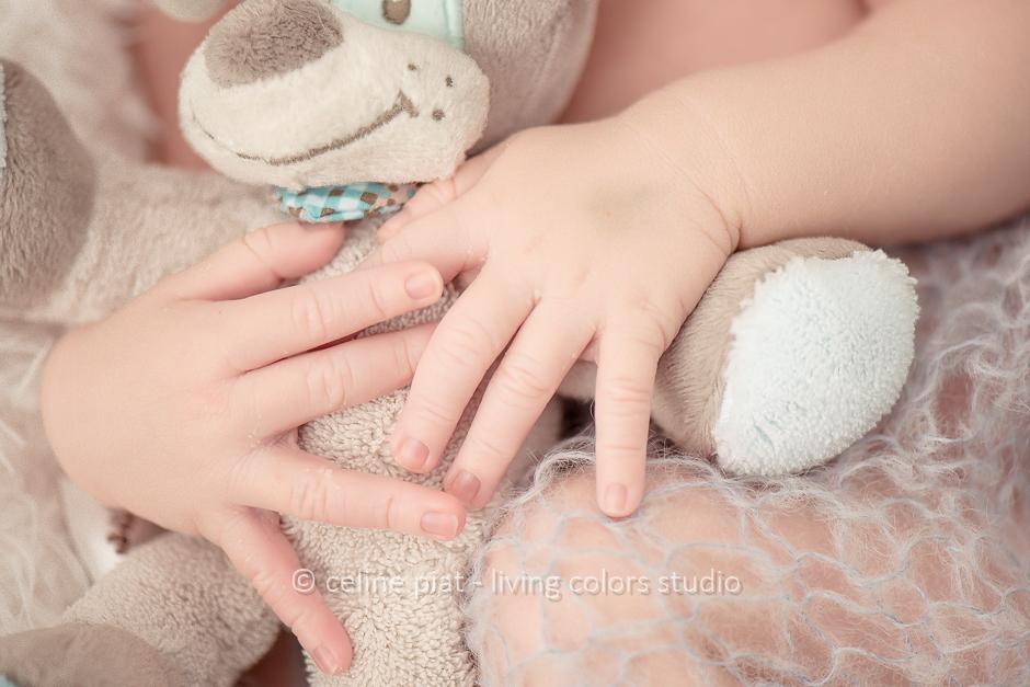 séance photo bébé en lumière naturelle, portraits originaux nouveau-né, photo nouveau-né à domicile, séance photo nouveau-né Paris, studio photo bébé, photographe bébés nantes